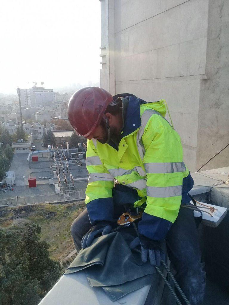 تکنیک دسترسی با طناب روش موثر در کار در ارتفاع میباشد.