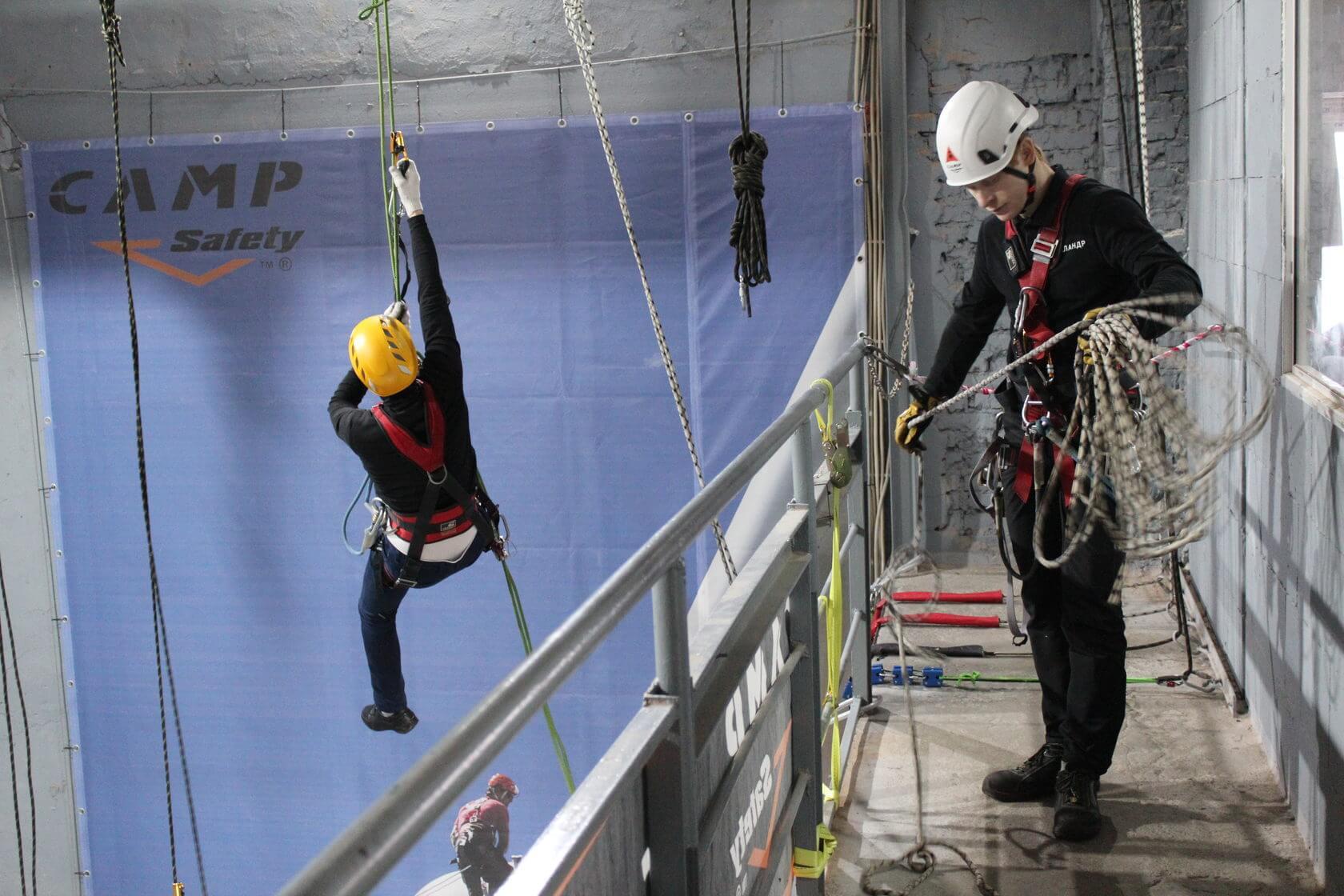 دسترسی با طناب یک روش نوین و جایگزین مناسبی برای روش های مشابه برای کار در ارتفاع است.