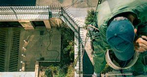 پیچ و رولپلاک نما بدون داربست در تهران یکی از خدمات مهم کار در ارتفاع شرکت تهران راپل می باشد.