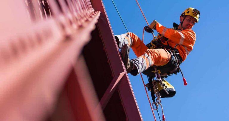پیچ و رولپلاک نما در سعادت آباد تهران از خدمات کار با طناب تهران راپل در مناطق مختلف تهران می باشد.