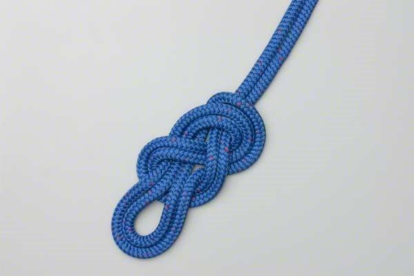انواع مختلف از گره های طناب در زمینه کار در ارتفاع
