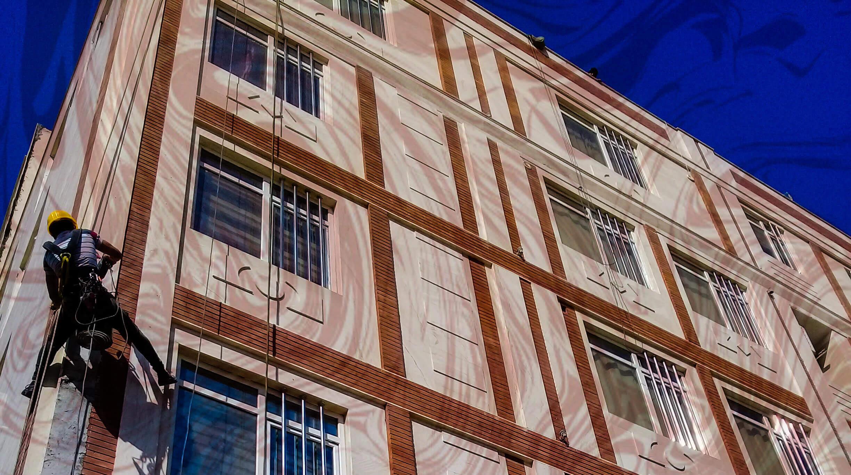 پیچ و رولپلاک نما در تهران خدمات بازسازی و ترمیم نمای ساختمان است که شرکت تهران راپل ارائه می دهد.