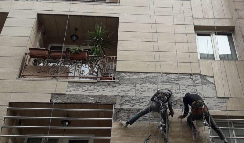 سقوط سنگ های نمای ساختمان یک امر اجتناب ناپذیر است. تیم تهران راپل آماده ارائه خدمات در زمینه پیچ و رولپلاک نما در صادقیه و پیشگیری از سقوط سنگ های نما در این منطقه است.