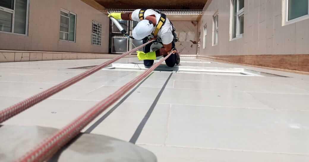 خدمات آب بندی پنجره های دوجداره با طناب در تهران
